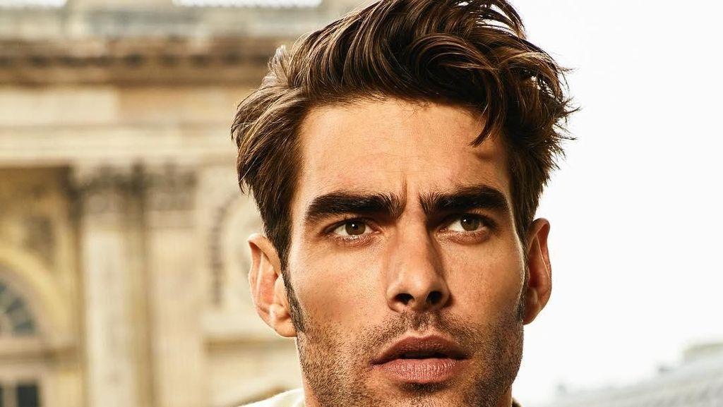 Liburannya Model Tampan Spanyol Jon Kortajarena