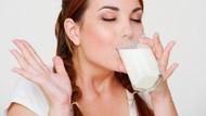 Bolehkah Minum Susu di Pagi Hari Saat Perut Masih Kosong?