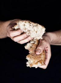 Mungkin Tanpa Sengaja Anda Lakukan 5 Kesalahan Sepele Ini Saat Jamuan Makan