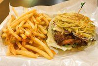 Di 10 Tempat Ini Ada Burger dengan Roti Unik dan Isian Lezat (2)