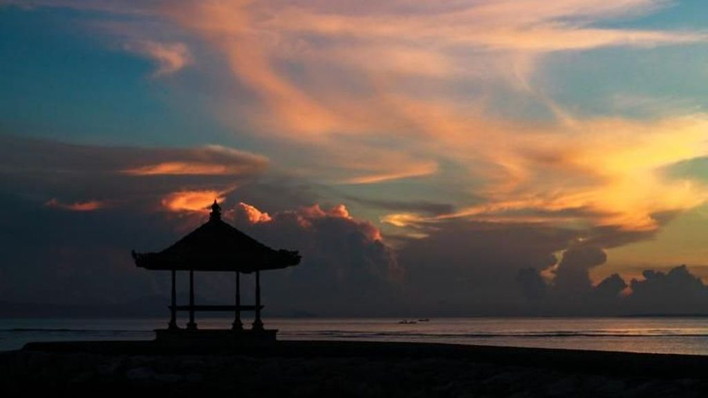 Capek Bikin Skripsi, Nikmati Dulu Pantai di Bali