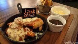 Nikmati Lumuran Keju Chicken Parmagiana dan Striploin Black Angus