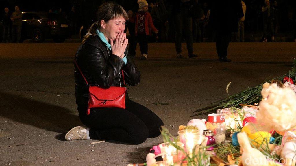 Duka Keluarga Korban Penembakan Crimea