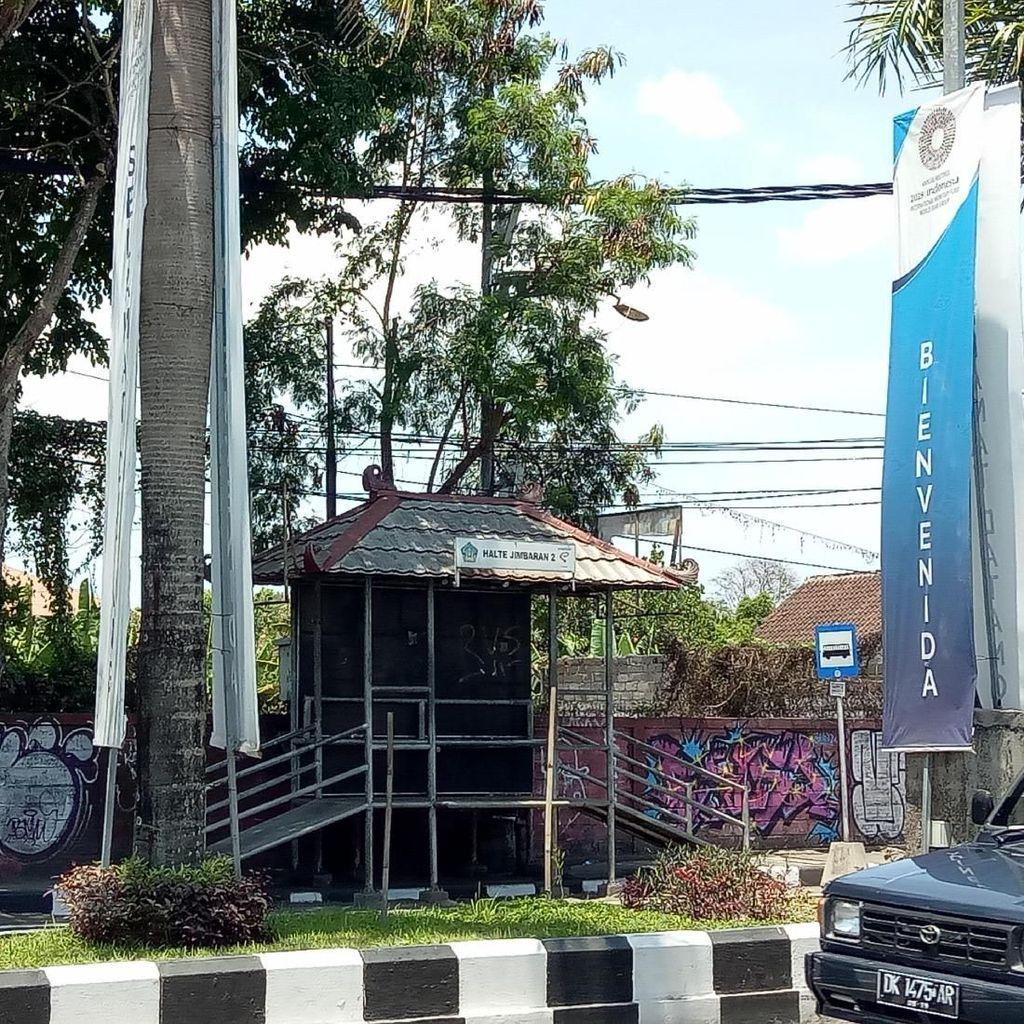 Transportasi Umum Trans Sarbagita Disetop, Warga Bali Naik Apa?