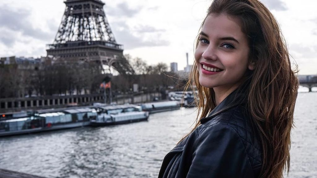 Foto: Liburan Seru Model Victorias Secret Barbara Palvin