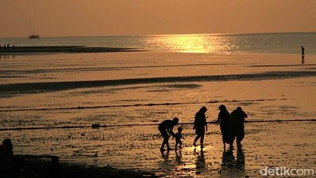 Menikmati Romantisme Sunset di Pantau Duta Probolinggo