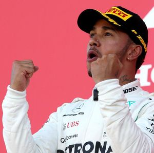Pelan-Pelan Hamilton! Saat Juara Dunia F1 Terlalu Ngebut di Tes Superbike