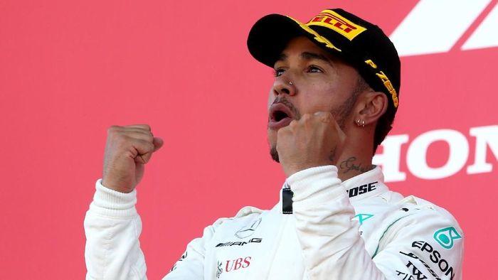 Lewis Hamilton bikin khawatir tim di tes Superbike. (Foto: Charles Coates/Getty Images)
