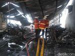 Puluhan Motor Pelajar SMKN 1 Surabaya dan 1 Unit Mobil Ludes Terbakar