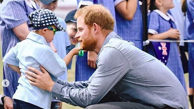 Luke, Anak Lima Tahun yang Elus Janggut Pangeran Harry