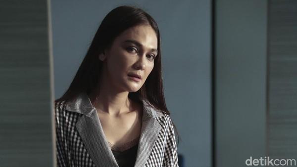 Hii! Suzzanna Hadir Dampingi Luna Maya Syuting