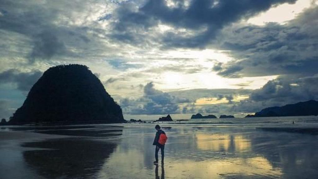 Pulau Merah, Tempat Surfing Instagrammable di Banyuwangi