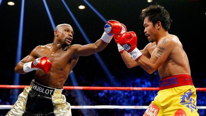 Pertarungan Mayweather Jr vs Manny Pacquiao beberapa tahun lalu. (Foto: Al Bello/Getty Images)