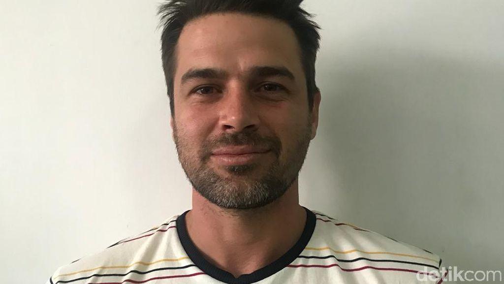 Ini Reshad Strik, Aktor Ganteng Turki yang Diamankan di Makassar