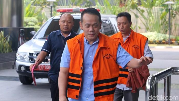 Fahmi Darmawansyah kembali diperiksa KPK. Suami Inneke Koesherawati itu diperiksa terkait kasus suap fasilitas napi korupsi di Lapas Sukamiskin.