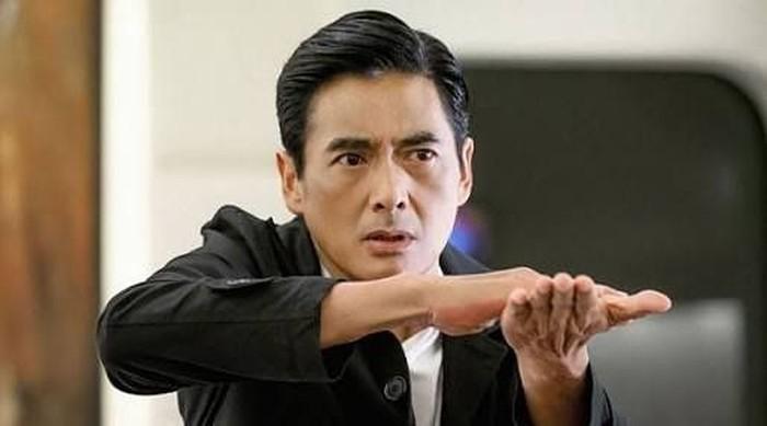 Chow Yun Fat adalah aktor senior Hong Kong berusia 63 tahun. Namanya melambung usai membintangi film A Better Tomorrow di tahun 1986. Foto: Instagram chowyunfat_fanpage