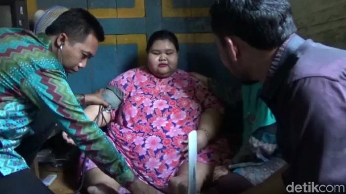 Selvia, gadis berbobot 179 kg dari Lamongan (Foto: Eko Sudjarwo)