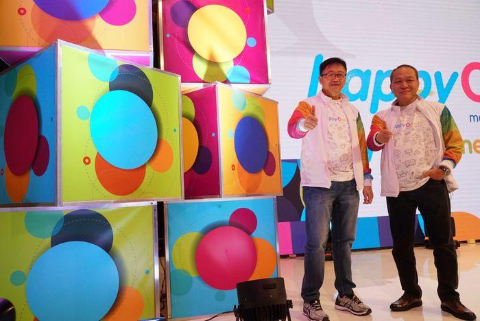 CEO Asuransi Astra Rudy Chen (kiri) bersama Direktur Astra International Suparno Djasmin saat peluncuran produk layanan berbasis digital Happyone.id, di Jakarta, Rabu (17/10). Pool/Astra.