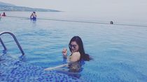 Liburannya Putri Juby, Mantan Model Dewasa yang Dekat Dengan Delon