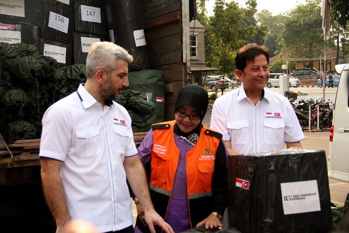 KPI perusahaan anak perusahaan Karpowership pemilik, operator dan pembangun Kapal Listrik apung, berkolaborasi dengan Baznas untuk mendistribusikan bantuan wilayah bencana Gempa dan tsunami di Sulawesi Tengah. Foto: dok. Baznas