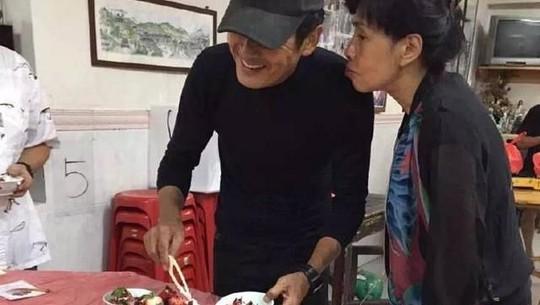 Raditya Dika dan Deddy Corbuzier Hidup Minimalis, Tiru Chow Yun Fat?