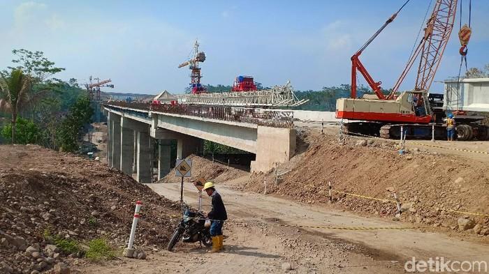 PT Jasamarga Solo Ngawi saat ini telah mengebut pekerjaan proyek  jembatan yang dirancang khusus tahan gempa. Tak tanggung-tanggung, jembatan yang di sub kan pengerjaannya ke PT. Waskita Karya memiliki kekuatan penuh tahan gempa hingga seribu tahun.