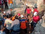 Mandor Bangunan Tewas Tertimbun Longsor Saat Perbaiki Jembatan