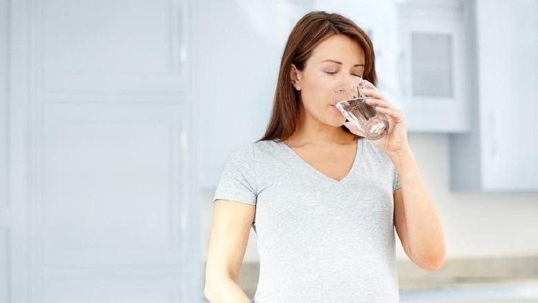 Dampak Jika Ibu Hamil Kurang Minum Air Putih/Foto: Istock