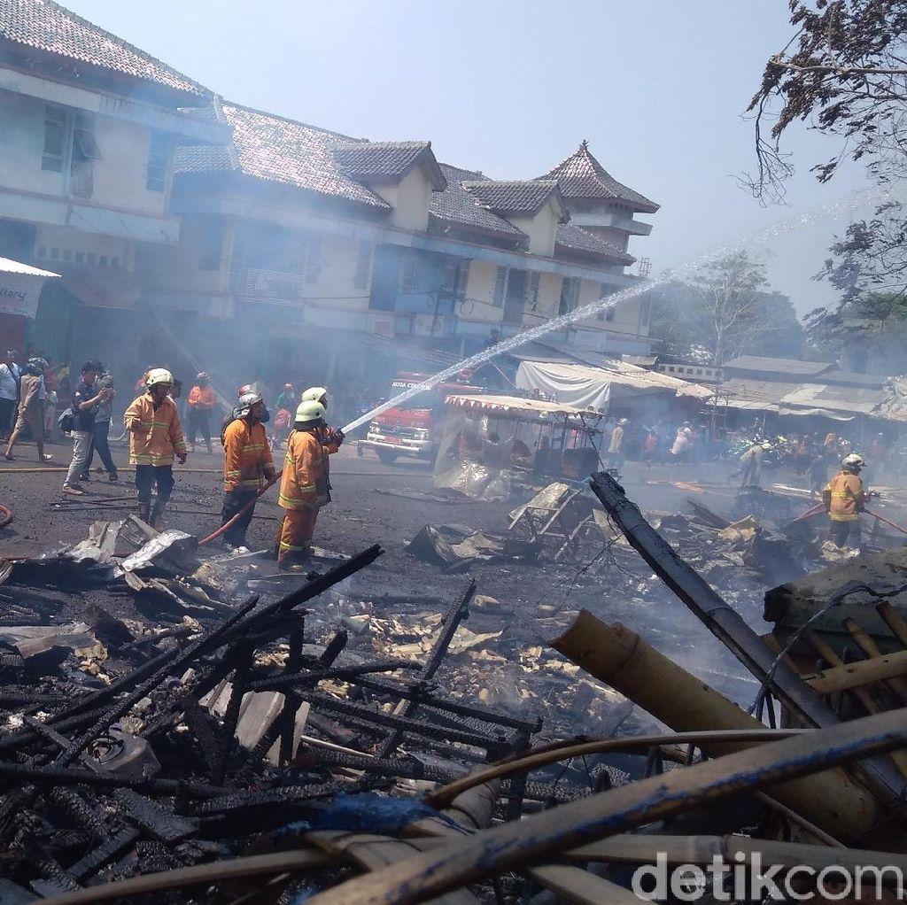 20 Lapak PKL di Pasar Harjamukti Cirebon Ludes Terbakar