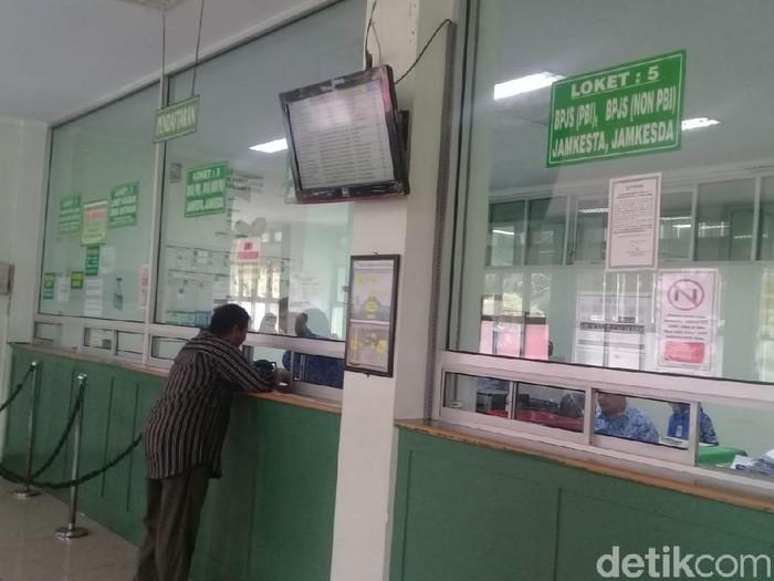 Banyak pasien mengeluhkan sistem rujukan online berjenjang BPJS Kesehatan (Foto: Imam Suripto)