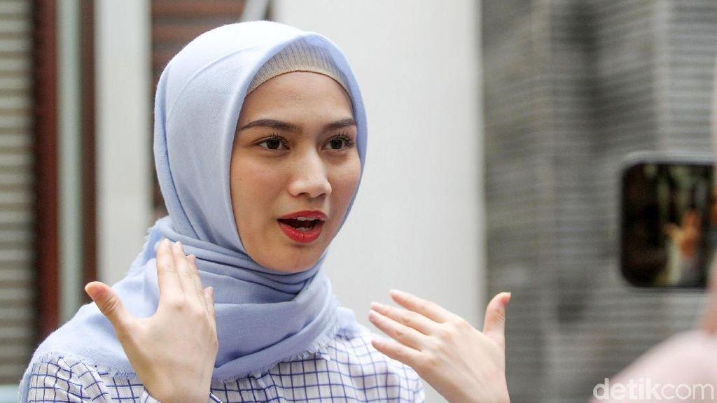 Melody Dilempar Kaleng, Netizen Membela dan Ancam Sikat Pelaku