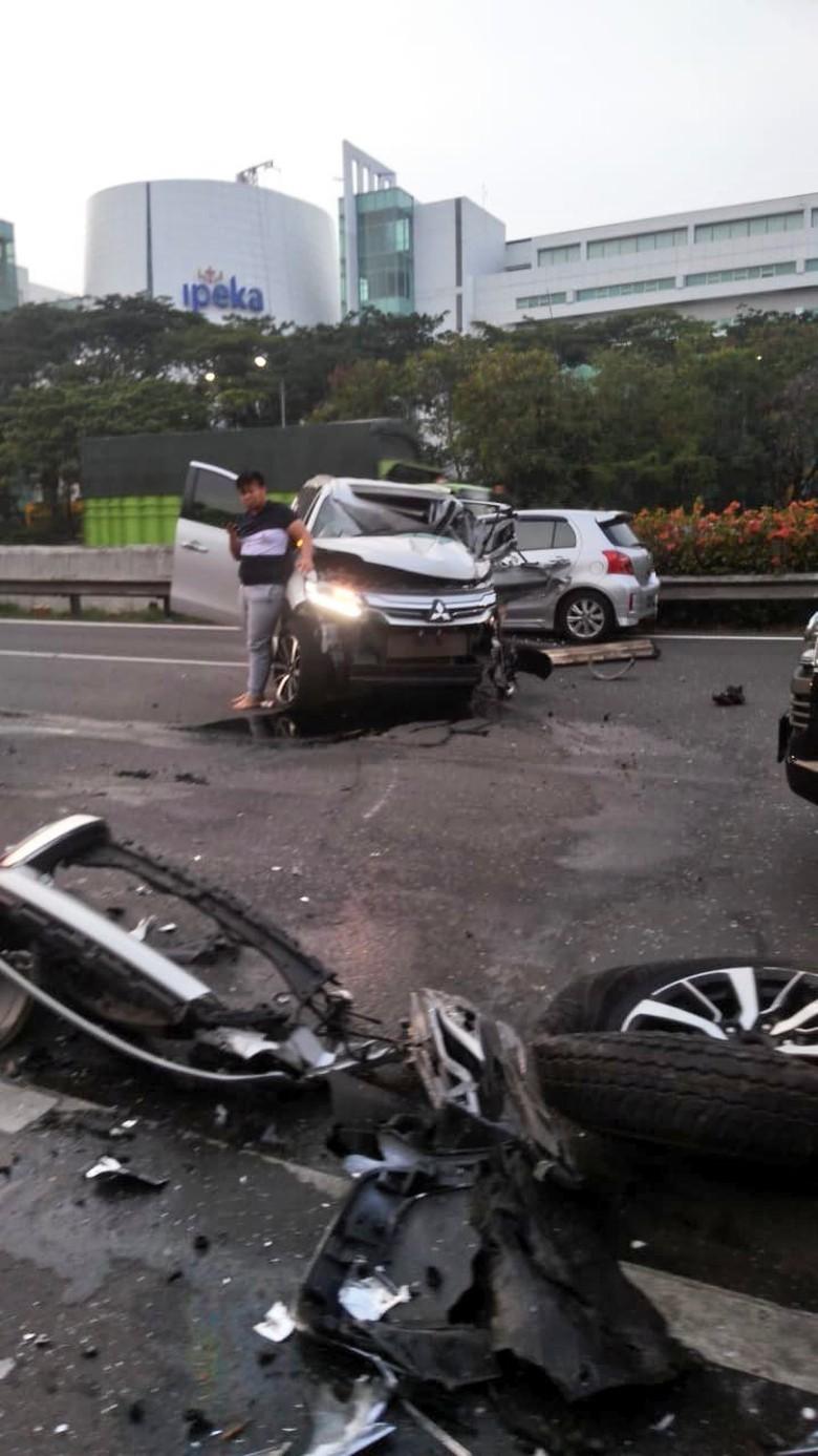 Kecelakaan. Foto: Dok. TMC Polda Metro