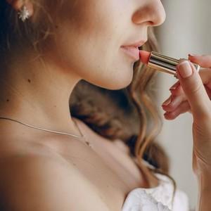 Biar Tak Repot Touch Up, Pilih Lipstik dari 3 Brand Ternama Ini