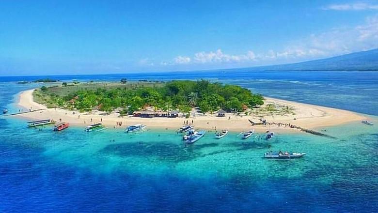 Pesona keindahan pantai di Gili Kondo (dok. Dispar Lotim)