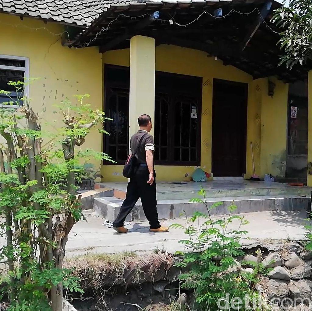 Tak Mewah, Begini Kondisi Rumah Gus Akbar Tersangka Penggandaan Uang