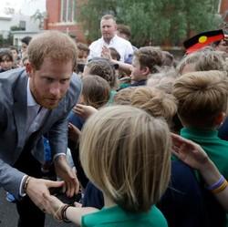 8 Momen Keakraban Harry-Meghan dengan Anak-anak di Australia
