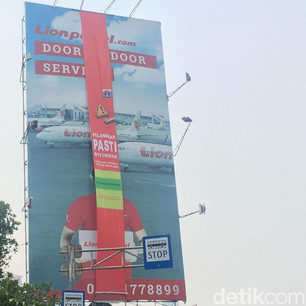 Anies: 60 Reklame di Jakarta akan Disegel