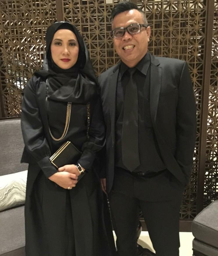 Presenter sekaligus komedian Abdel Achrian atau yang biasa dikenal dengan Abdel menikah dengan Riani Wahyuningsih sejak 2007. (Foto: Instagram/abdelachrian)