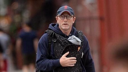 Saat Daniel Craig Si James Bond Diledek karena Gendong Bayi