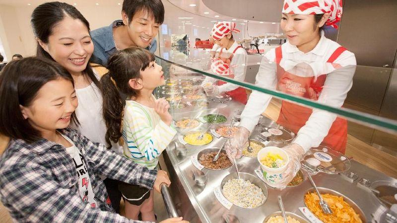 Traveler yang suka kuliner, cobalah ke Cupnoodles Museum. Museum ini tentang ramen instan berikut dengan sejarah dan cara pembuatannya (dok. Prefektur Kanagawa)