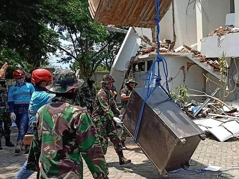Setelah Uang Rp 1 M, TNI Temukan Brankas Isi Ijazah Milik UT Palu