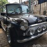 Intip Bengkel Spesialis Mobil Mr. Bean