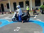 Ini Tingkah Lucu Santri di Bondowoso Dapatkan SIM Gratis
