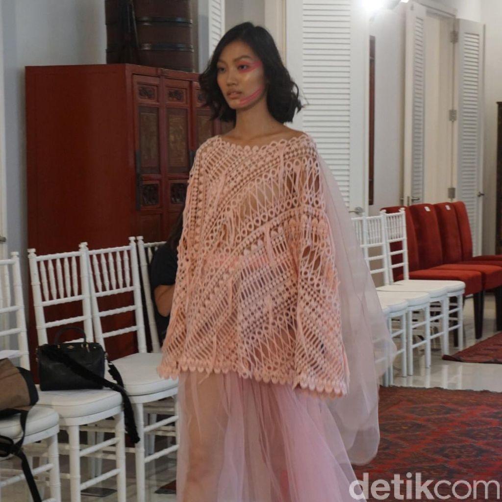 Mel Ahyar Rilis Koleksi Terbaru Terinspirasi Bunga Daisy