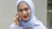 Wadaw! Melody Eks JKT48 Ditimpuk Penggemar Hingga Nangis