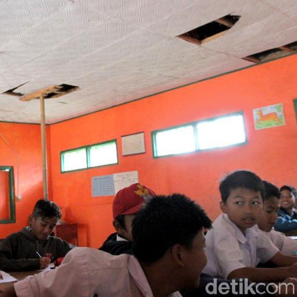 Dear Pak Bupati, Ruang Kelas SD di Bandung Ini Mau Roboh