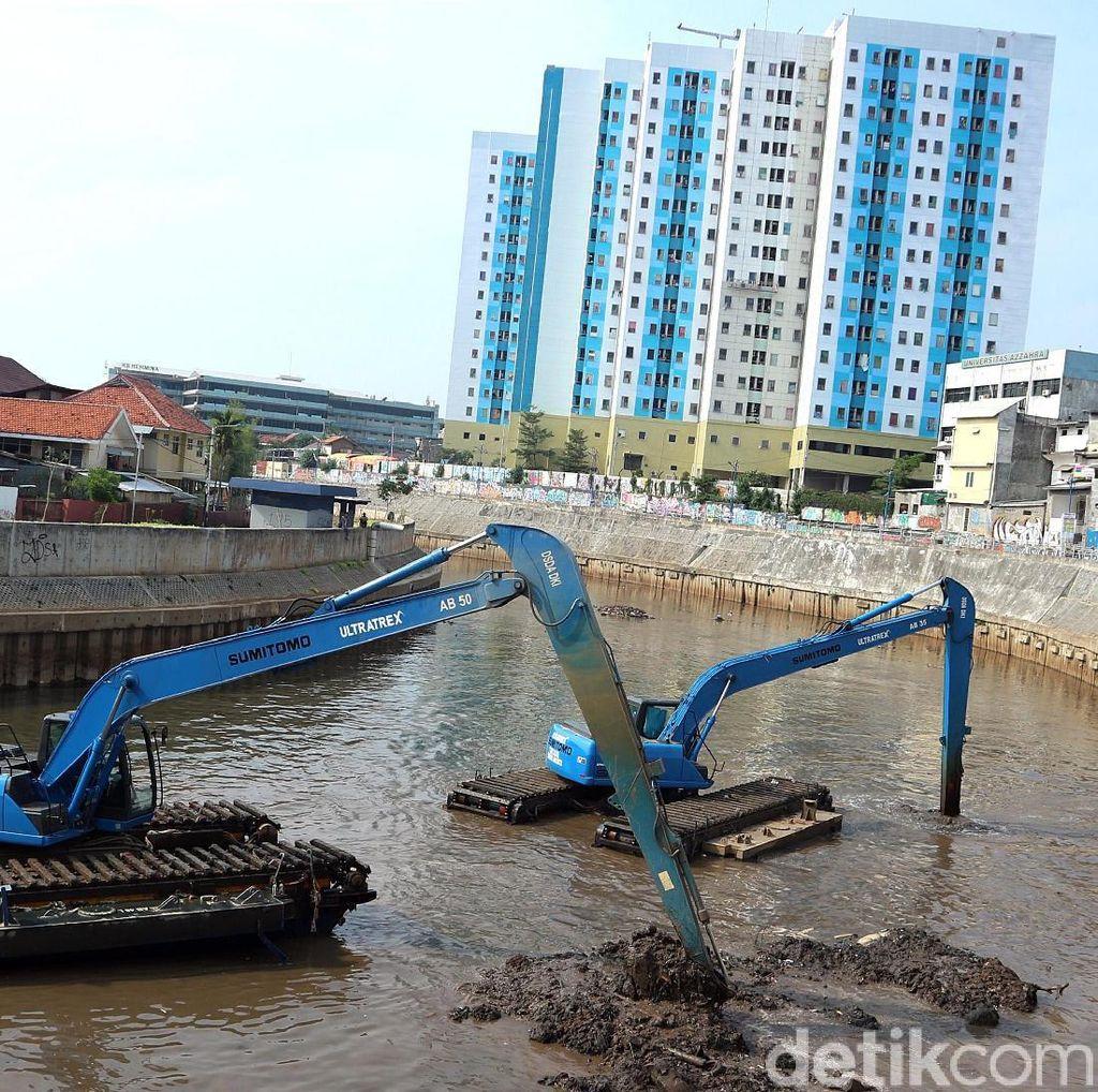 Antisipasi Banjir, Pengerukan Kali Ciliwung Terus Dikebut