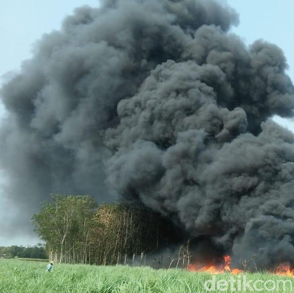 Gudang Penggilingan Plastik Bekas di Jombang Dilalap Api