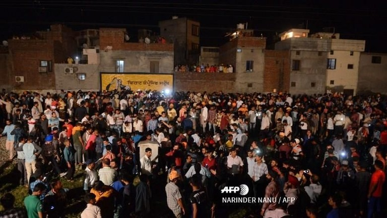 Kereta Tabrak Kerumunan di India, 50 Orang Tewas