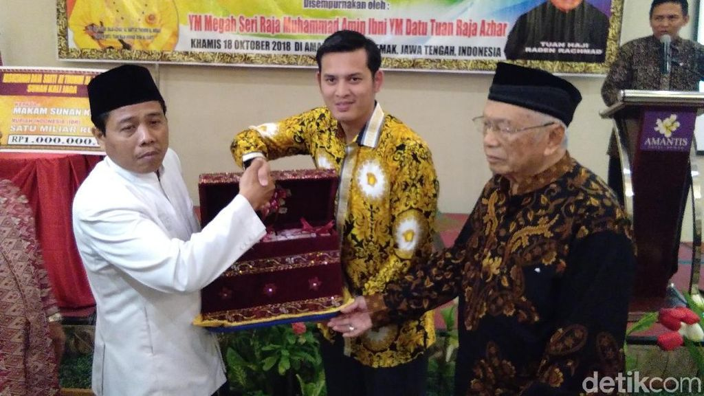 Bangsawan Kelantan Serahkan Rp 900 Juta untuk Situs di Demak